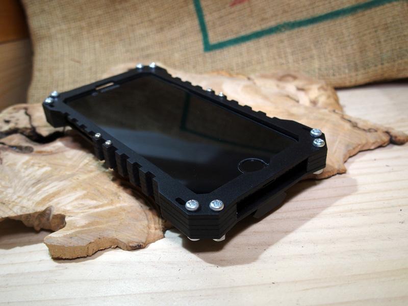 iPhone SE 2020年モデル ミリタリーケース